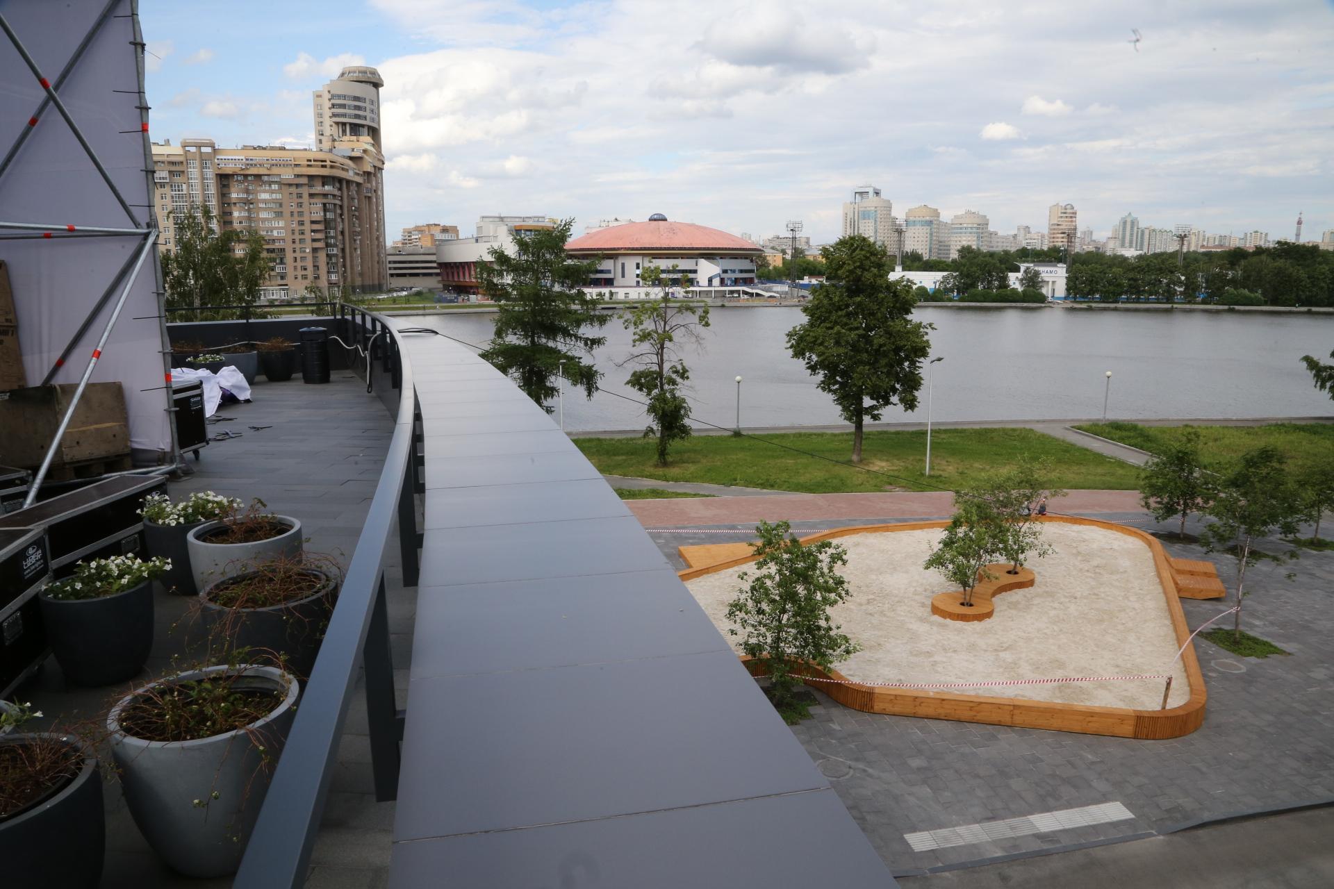 Вцентре Екатеринбурга открылась песочница наплощади 190 квадратных метров
